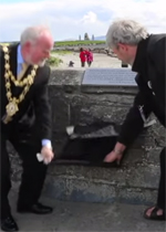 Cllr Donal Lyons, Mayor of Galway and Páraic Breathnach of Galway Arts Center unveil O'Conaire plaque