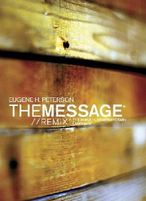 Eugene H. Peterson - The Message//REMIX Paperback Wood: The Bible in Contemporary Language - 9781617479496 - V9781617479496
