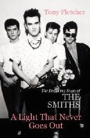 Tony Fletcher - A Light That Never Goes Out: The Enduring Saga of the Smiths - 9780099537922 - V9780099537922