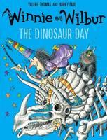 Thomas, Valerie - Winnie and Wilbur: The Dinosaur Day - 9780192748195 - V9780192748195
