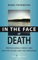 Papadatou, Danai - In the Face of Death: Professionals Who Care for the Dying and the Bereaved: Coping Strategies for the Helping Professional (Springer Series on Death and Suicide) - 9780826102560 - V9780826102560
