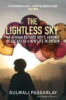 Gulwali Passarlay, Nadene Ghouri - The Lightless Sky: An Afghan Refugee Boy's Journey of Escape to a New Life in Britain - 9781782398448 - V9781782398448