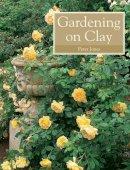 Jones, Peter - Gardening on Clay - 9781847970817 - V9781847970817